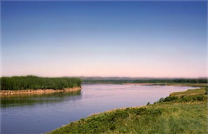 View looking north along the Missouri River, ten miles north of Bismarck.